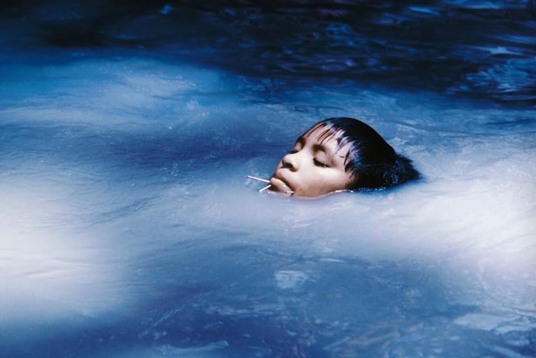Claudia Andujar, Susi Korihana thëri nadando, Catrimani, Roraima, 1972-1974